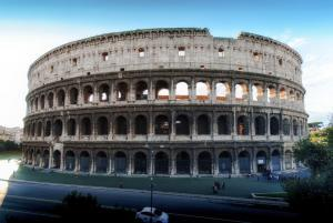 Colosseum Facts - Colosseum Rome Italy. Landmarks of Rome.