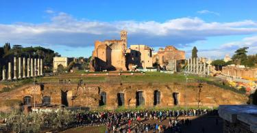 Colosseum Hours - Long queue for the Colosseum tickets and the Roman Forum