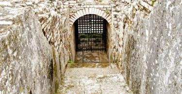 Enter to hidden tunnels inside ancient Roman coliseum