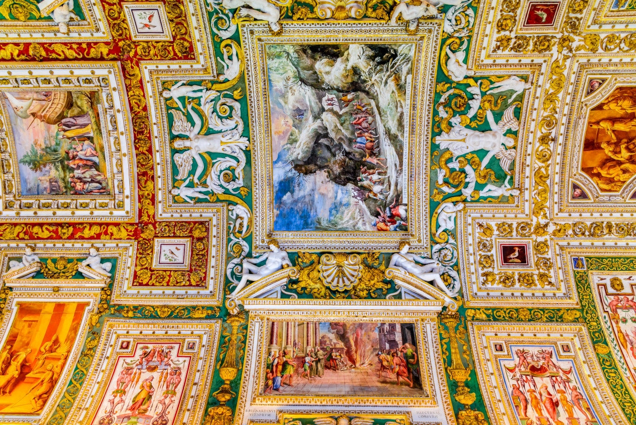 Gallery of the Maps. Paintings on the walls and the ceiling at the Vatican Museum, dating from 1506AD.