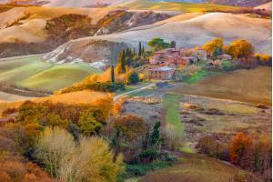 Things to do in Tuscany - Landscape panorama, hills and meadow, Toscana - Italy