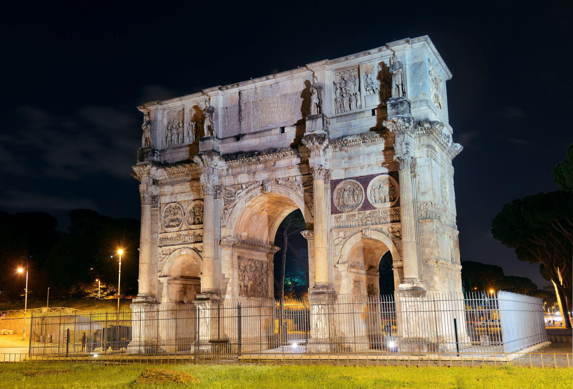 Arch of Constantine in Rome at night