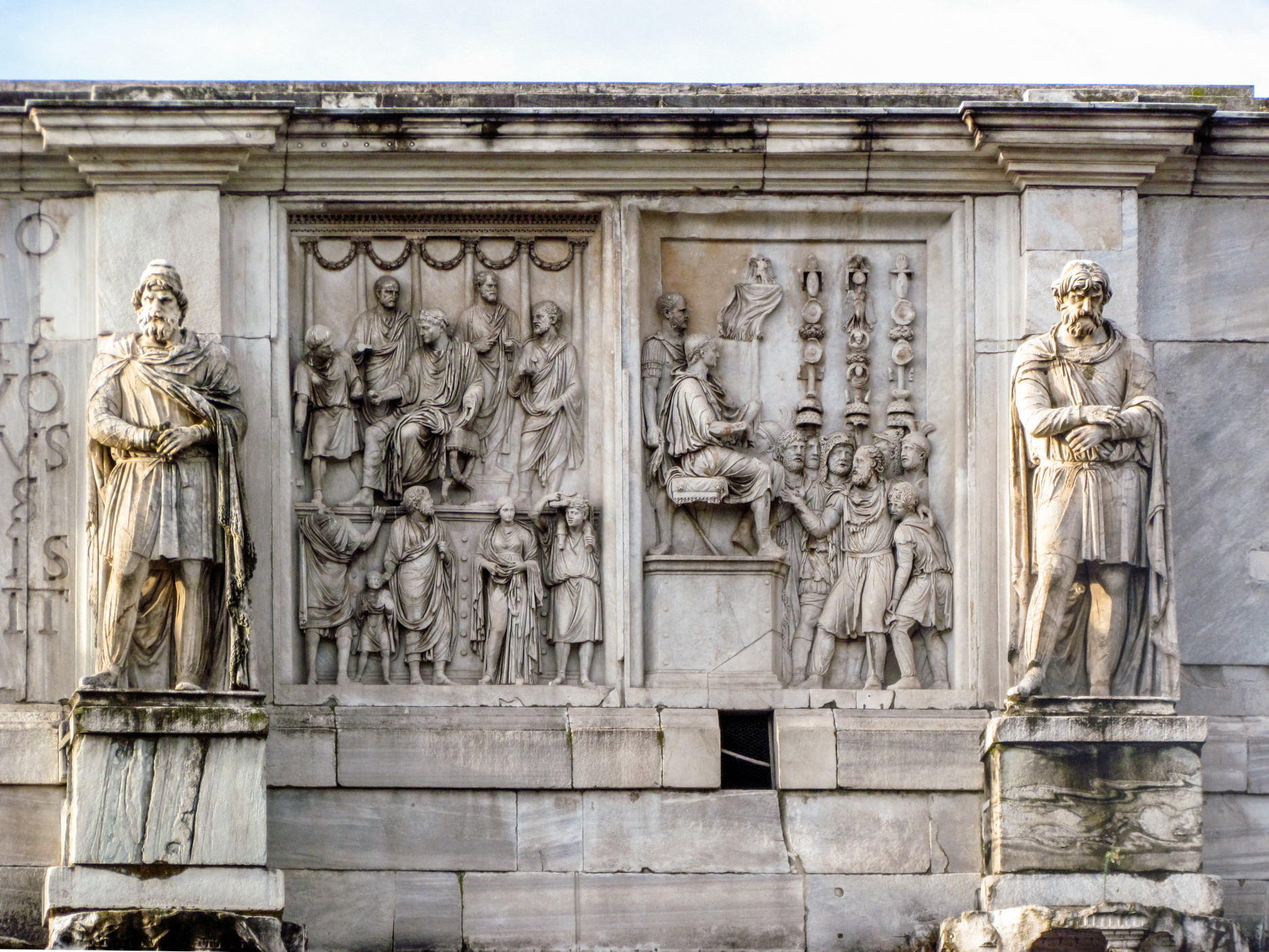 statues on Arch of Constantine