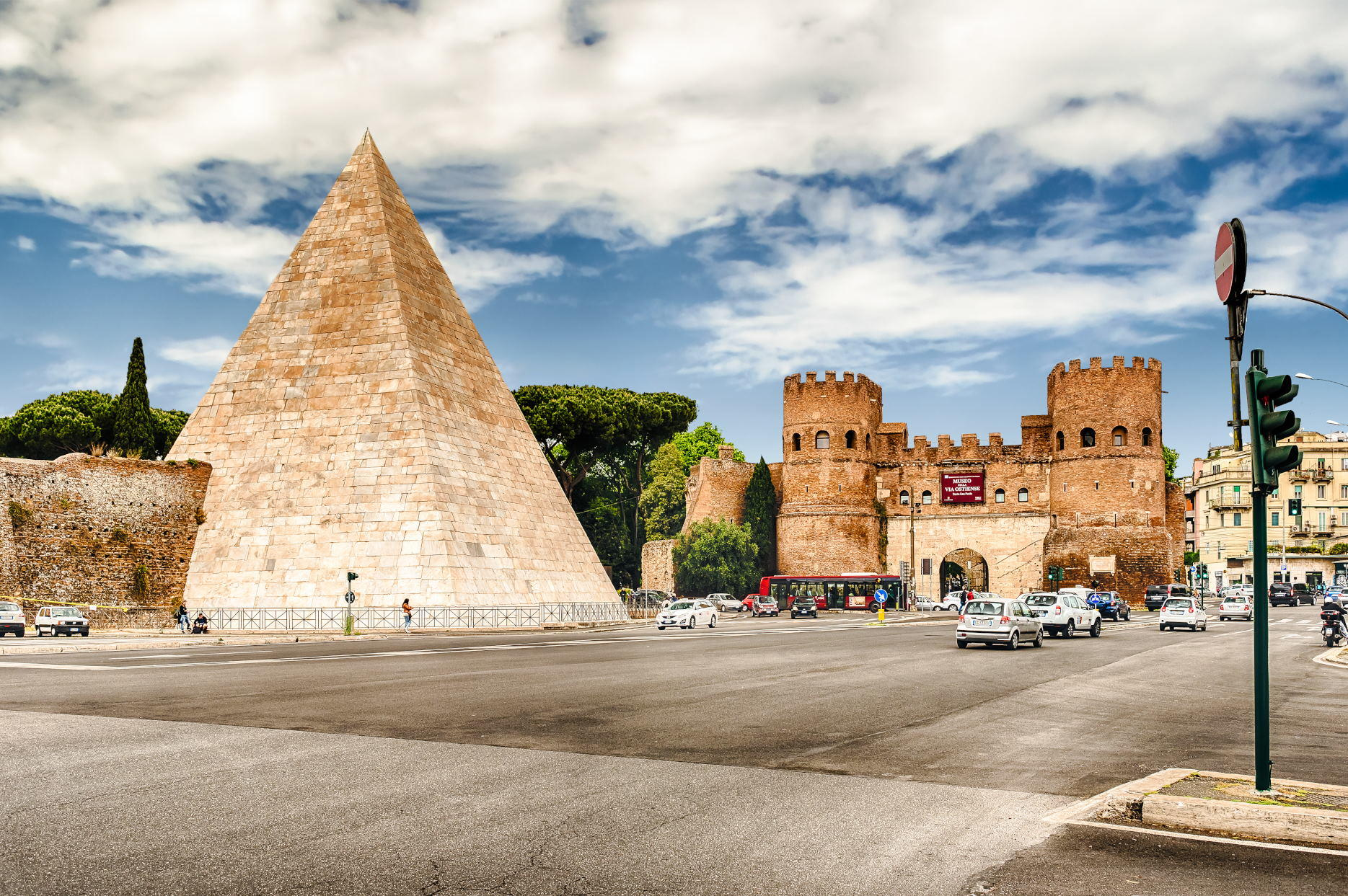 Pyramid of Cestius - Rome Tours
