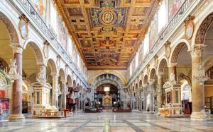 Interior of Santa Maria Aracoeli. The nave has 22 columns of different materials taken from various pagan temples.
