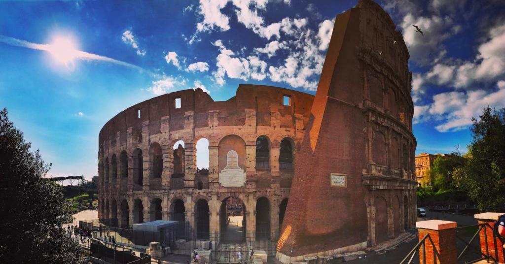 Colosseum Priority Entrance + Arena Floor, Roman Forum and Palatine Hill - The colloseum in Rome