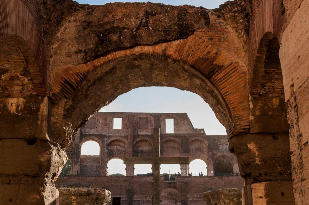 Colosseum & Roman Forum and Palatine Package-Cross of the Colosseum ( Coliseum, Colosseo ,also known as the Flavian Amphitheatre )
