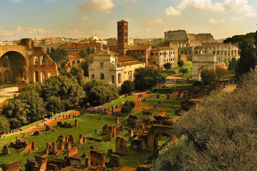 Colosseum & Roman Forum and Palatine Package - The Forum Romanum in Rome. Italy