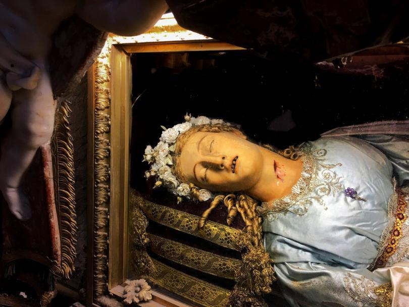 Rome Angels and Demons Guided Half-Day Tour - Santa Maria della Vittoria Church, Rome, Italy - Head details of the wax effigy and relics of St. Victoria.