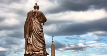 Rome Angels and Demons Guided Half-Day Tour - The back of the Saint Peter statue and the obelisk outside the Papal Basilica of Saint Peter