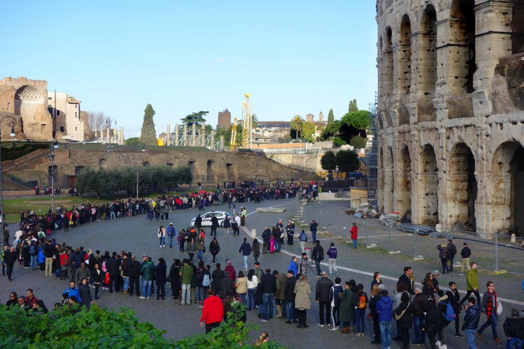 Skip the Line Colosseum with Omnia Card - People in the long queue at Colosseum