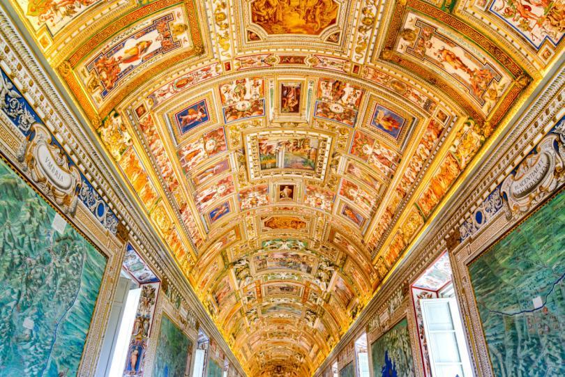 Vatican Museums and Sistine Chapel Fast -Track Entry - Paintings on the walls and the ceiling in the Gallery of Maps, at the Vatican Museum. It was established in 1506