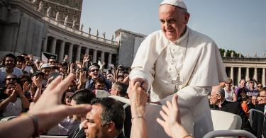 Papal Audience Tickets and Presentation with Guide (10)