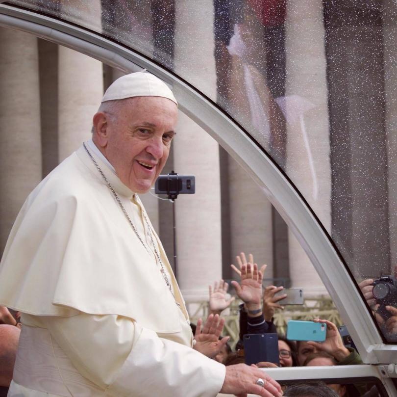Papal Audience Tickets and Presentation with Guide (2)