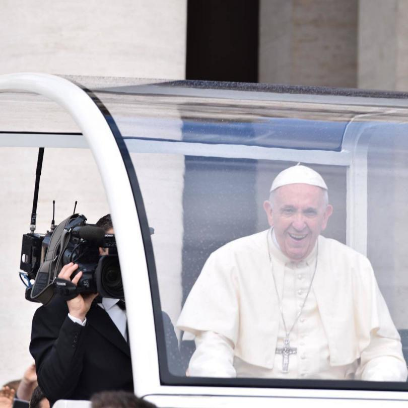 Papal Audience Tickets and Presentation with Guide (3)
