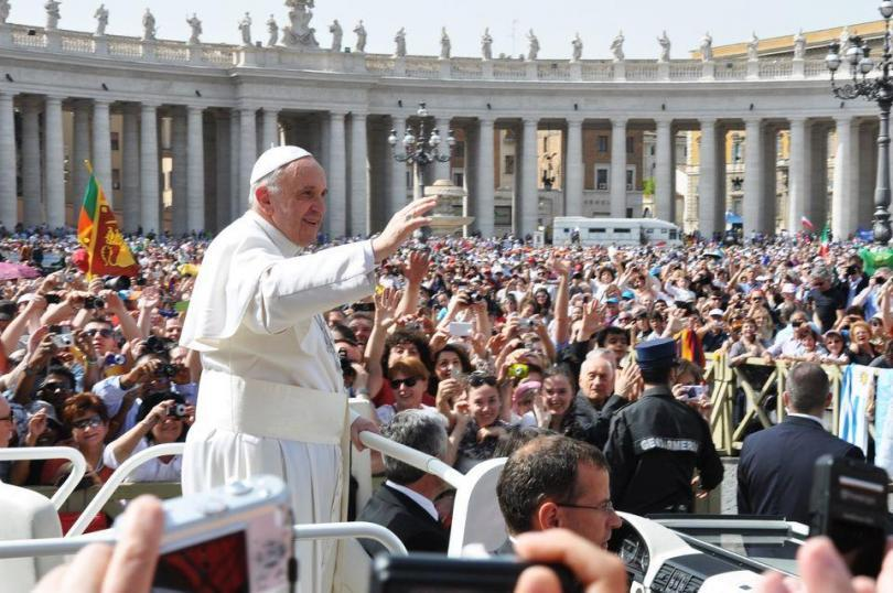 Papal Audience Tickets and Presentation with Guide (4)