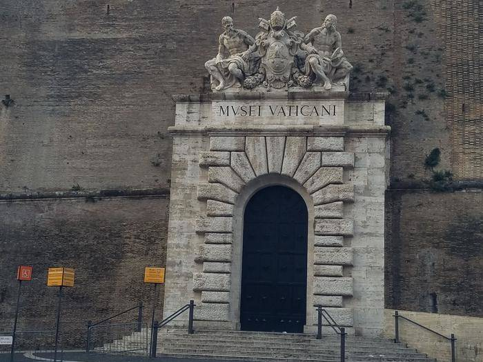 Special Breakfast at the Vatican with Early Access to Vatican Gallery and Sistine Chapel (VIP Tour)