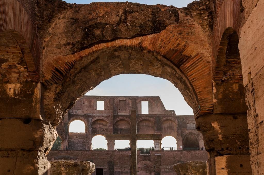 Skip the Line Colosseum with Arena Floor +Professional Guided Tour