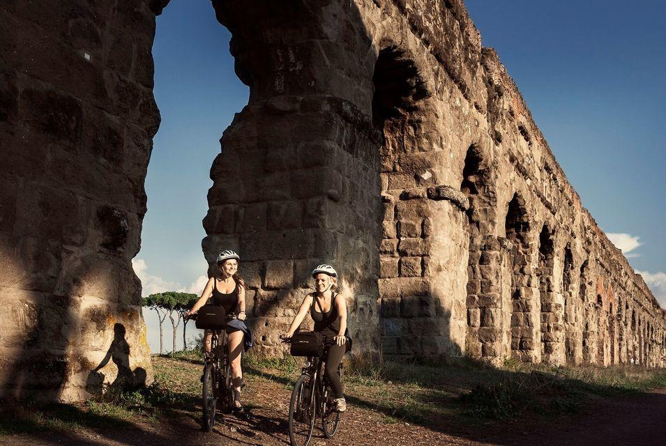 Bike Tour Ancient Appian Way, Aqueducts and Christian Catacombs