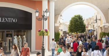 Castel Romano Designer Outlet Roundtrip Tickets